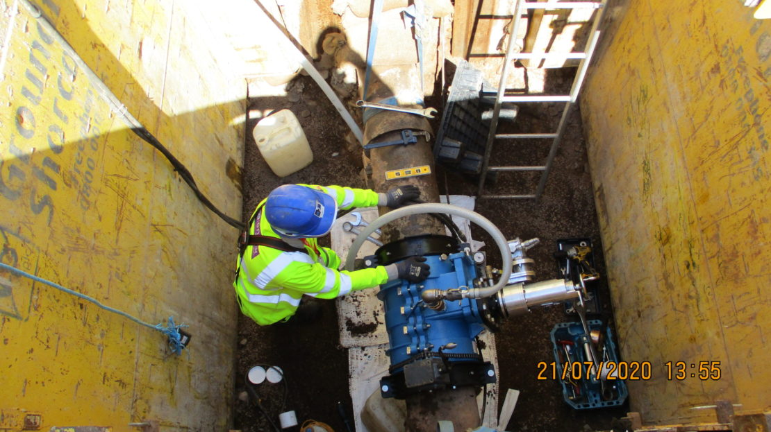 EM (end milling) machine in place making 120o slot across the pipe